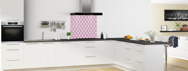 Crédence de cuisine Ecailles Magnolia couleur prune fond de hotte en perspective