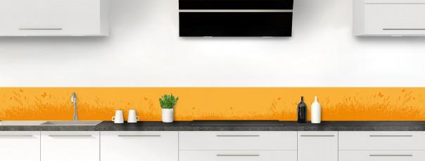 Crédence de cuisine Prairie et papillons couleur abricot dosseret motif inversé