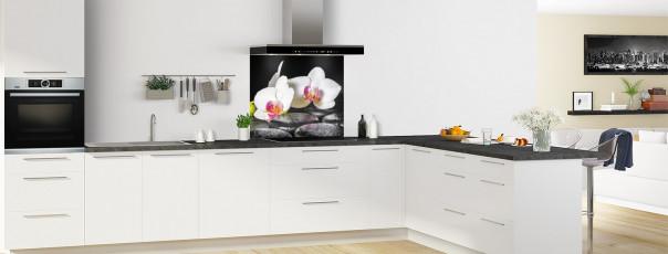 Crédence de cuisine Orchidée blanche et galets fond de hotte motif inversé en perspective