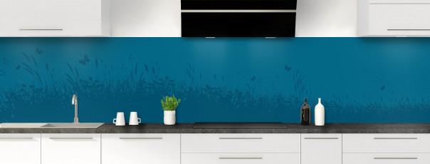 Crédence de cuisine Prairie et papillons couleur bleu baltic panoramique