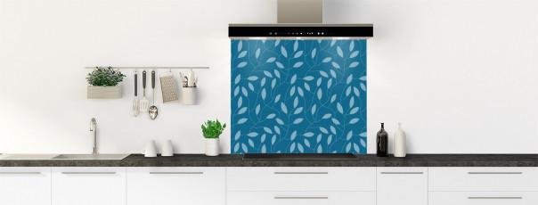 Crédence de cuisine Rideau de feuilles couleur bleu baltic fond de hotte