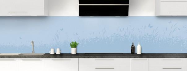 Crédence de cuisine Prairie et papillons couleur bleu azur panoramique motif inversé