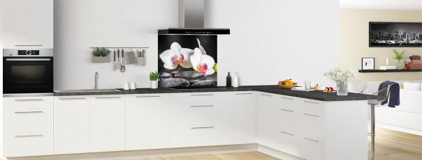 Crédence de cuisine Orchidée blanche et galets fond de hotte en perspective