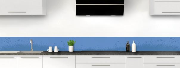 Crédence de cuisine Prairie et papillons couleur bleu lavande dosseret motif inversé