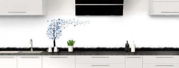 Crédence de cuisine Arbre d'amour couleur bleu lavande panoramique