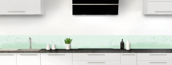 Crédence de cuisine Prairie et papillons couleur vert eau dosseret motif inversé