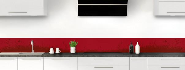 Crédence de cuisine Prairie et papillons couleur rouge carmin dosseret motif inversé
