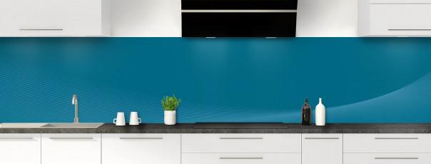 Crédence de cuisine Ombre et lumière couleur bleu baltic panoramique motif inversé