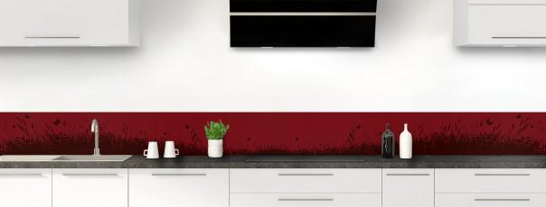 Crédence de cuisine Prairie et papillons couleur rouge pourpre dosseret motif inversé