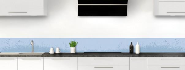 Crédence de cuisine Prairie et papillons couleur bleu azur dosseret motif inversé