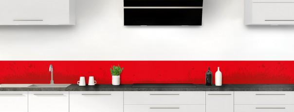 Crédence de cuisine Prairie et papillons couleur rouge vif dosseret motif inversé