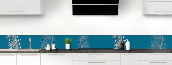 Crédence de cuisine Bambou zen couleur bleu baltic dosseret motif inversé