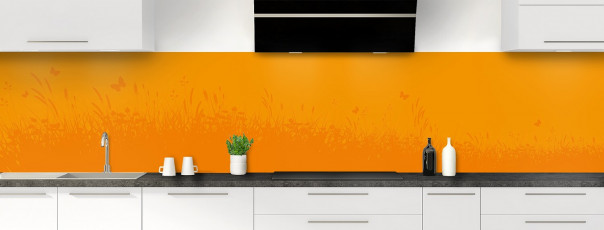 Crédence de cuisine Prairie et papillons couleur abricot panoramique