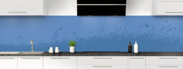 Crédence de cuisine Prairie et papillons couleur bleu lavande panoramique motif inversé