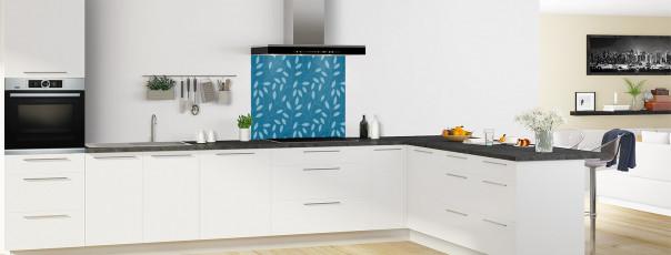 Crédence de cuisine Rideau de feuilles couleur bleu baltic fond de hotte en perspective