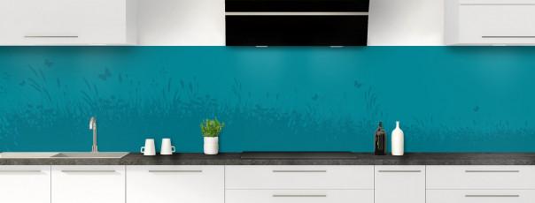 Crédence de cuisine Prairie et papillons couleur bleu canard panoramique